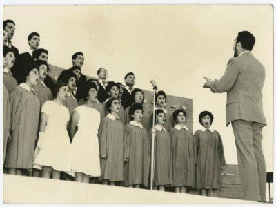Coro UTE, dirigido por el maestro Mario Baeza.