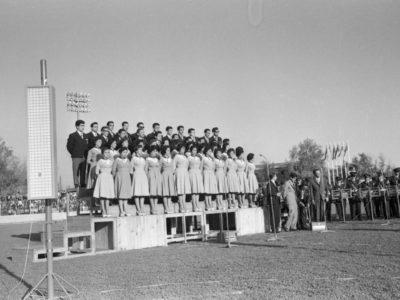 Coro UTE en ceremonia de inauguración de la Unidad Universitaria, 1961.