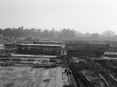 Vista de la etapa de obra gruesa de las salas de clases del Instituto Pedagógico Técnico, 1960