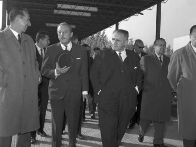 Carlos Bresciani y Horacio Aravena Andaur en inauguración de Laboratorio Central de Química, 1965