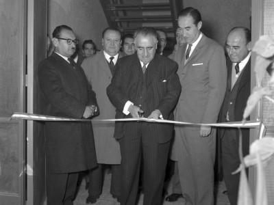 Rector Horacio Aravena Andaur en inauguración del Laboratorio de Química, 1965.