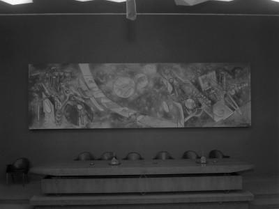 """""""Vivir enfrentando las flechas"""" de Roberto Matta donada a la UTE en 1961, Sala del Consejo Unversitario (actual Salón de Honor)"""