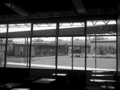 Vista interior de sala de clases