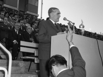 Discurso de Santiago Labarca. Durante su rectorado (1957-1959) se iniciaron las obras de construcción de la Unidad Universitaria a cargo de la oficina BVCH.