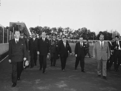 Comitiva encabezada por el rector Horacio Aravena junto al presidente Jorge Alessandri Rodríguez en inauguración Unidad Universitaria, 1961
