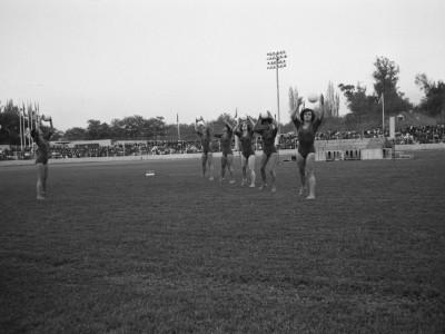 Presentación de gimnasia en inauguración de la Unidad Universitaria, Estadio UTE