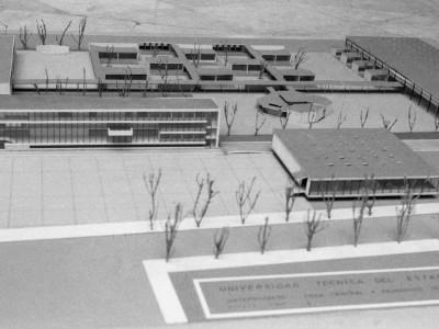 Maqueta de la primera etapa de la Unidad Universitaria, 1958. En la zona inferior se ve lo que sería la Biblioteca Central UTE, edificio que nunca llegó a construirse
