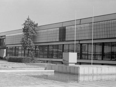 Patio Facultad de Ingeniería (ex Escuela de Ingenieros Industriales) donde se ubica monumento a Enrique Fröemel