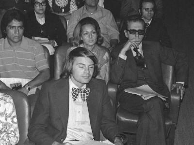 Asistentes a charla sobre televisión en color, organizada por el Departamento de Cine y TV UTE y la Embajada de Estados Unidos, en 1974.