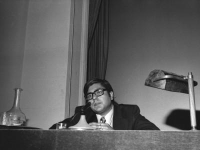 """Carlos González, representante de Televisión Nacional, en la muestra de cine animación """"24 cuadros por segundo"""", organizada por el Departamento de Cine y TV UTE en 1974."""