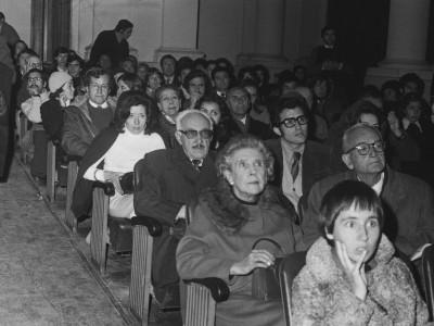 """Asistentes a la muestra """"Cine y Turismo"""" organizada por el Departamento de Cine y TV UTE."""