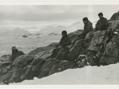 Equipo del Departamento de Cine y TV UTE durante filmación de documental en la Antártica.