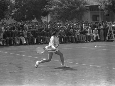 Exhibición de la tenista chilena Leyla Musalem en Estadio UTE. 1973.