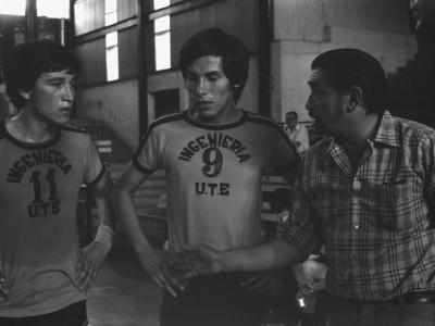 Partido de básquetbol masculino. El encuentro fue disputado entre Ingeniería UTE y Universidad de Chile. Fecha desconocida.