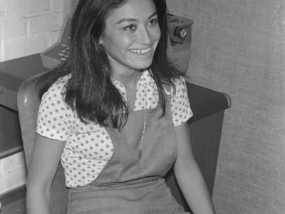 Carmen Oye, atleta y funcionaria de la Universidad. Se desempeñó como programadora de máquinas IBM en el Taller Gráfico de la UTE y paralelamente compitió en atletismo durante las décadas de 1970 y 1980. Destacó en el Campeonato Sudamericano de la rama en  1974, donde instauró un nuevo récord en la categoría  1.500 metros planos. Fecha estimada, 1974.