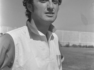 Jaime Barrera delantero del equipo de Universidad de Chile en amistoso contra el equipo de fútbol de la UTE. 1974.