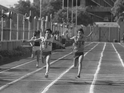 Competencia de atletismo en las celebraciones del día nacional del deporte, 1974.