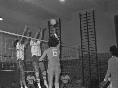 Partido de vóleibol entre el equipo de la UTE y Manquehue. Fecha desconocida.