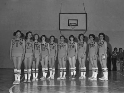 Plantel de básquetbol femenino, 1976.