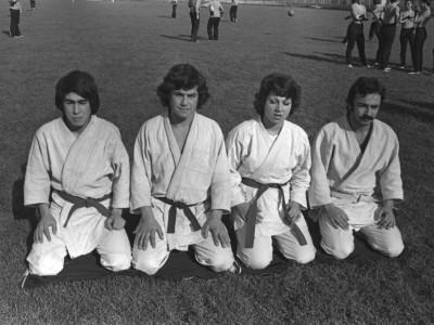 Equipo de artes marciales en jornada de exhibición deportiva. Fecha desconocida.
