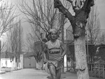 José Ramírez Allende, funcionario de la UTE y destacado seleccionado de atletismo en representación del plantel universitario. 1974.