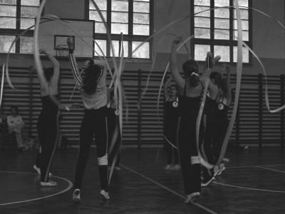 Presentación de gimnastas rítmicas brasileñas en la universidad. Fecha desconocida.