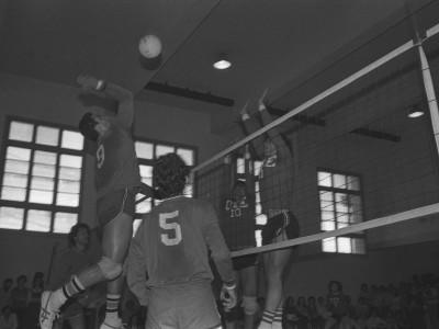 Enfrentamiento de vóleibol masculino entre los representantes de la UTE y Brasil. Fecha desconocida.