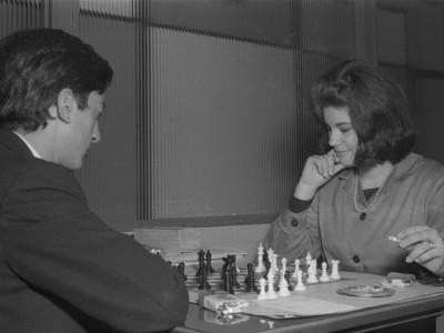 Competencia de ajedrez en Olimpiadas de funcionarios y funcionarias UTE. 1965.