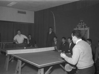 Funcionarios de la UTE compitiendo en Olimpiadas Deportivas. 1965.