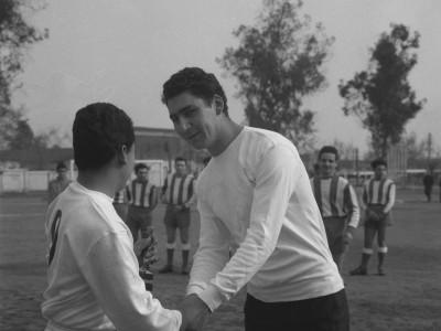 Final de la competencia de fútbol en las Olimpiadas de funcionarios y funcionarias UTE. 1965.