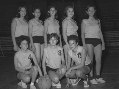 Equipo de básquetbol femenino IPT. 1965.