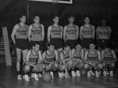 Final del X Campeonato Universitario de Básquetbol con la UTE como vencedor. 1964.