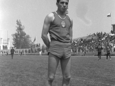 Atleta de la Escuela de Ingenieros Industriales en 1°Olimpiada Universitaria UTE. 1965.