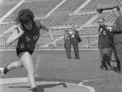 Competencia de atletismo. 1°Olimpiada Universitaria UTE. 1965.