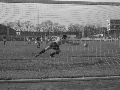 Competencia de fútbol. 1°Olimpiada Universitaria UTE. 1965.