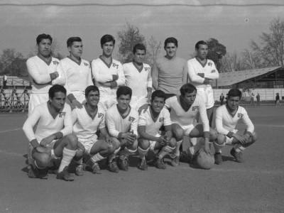 Plantel de fútbol del Instituto Pedagógico Técnico. 1°Olimpiada Universitaria UTE. 1965.