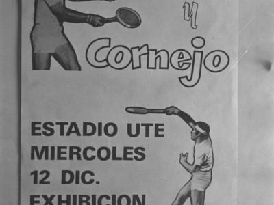 Afiche promocional de exhibición de tenis entre Jaime Fillol y Patricio Cornejo. El partido se disputó finalmente entre Fillol y Javier Musalem. 1975.