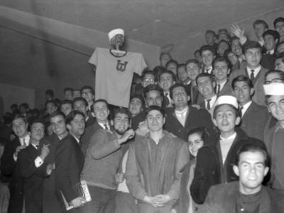 Público asistente a la Décimo Campeonato Nacional Universitario de Básquetbol. 1964.