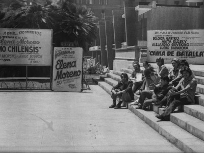 Elena Moreno e integrantes del Teatro Teknos de gira por Viña del Mar. 1975.