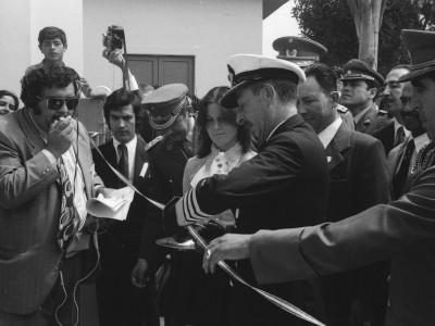 Visita del Almirante José Toribio Merino al Stand UTE en la inauguración de la Exposición Peñuelas. Coquimbo. 1974.