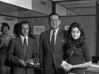 Premiación de los atletas de la UTE Carmen Oye y José Ramírez. 1974.