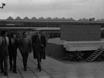 James Haselma, Consejero Cultural y de Prensa de la Embajada de Estados Unidos en visita a la UTE. 1974.