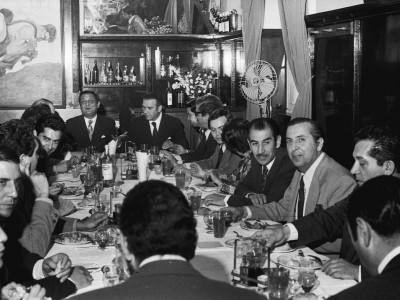 Almuerzo de aniversario del Rector delegado Eugenio Reyes Tastets. Fecha estimada 1974.