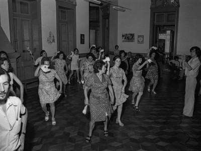 Clases de cueca en Casa de la Cultura. 1974.