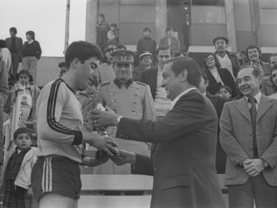 Premiación final torneo de fútbol universitario militar. 1975.