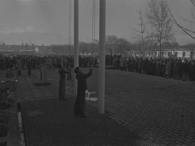Izamiento de bandera en el Aniversario 126 de la UTE. 1975.