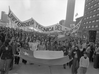 Participación de delegación UTE en actividad del 11 de septiembre. 1975.
