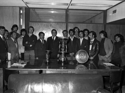 Rector Delegado con el equipo campeón del Torneo Nacional Universitario de Básquetbol, Copa Gral. Augusto Pinochet. 1976.