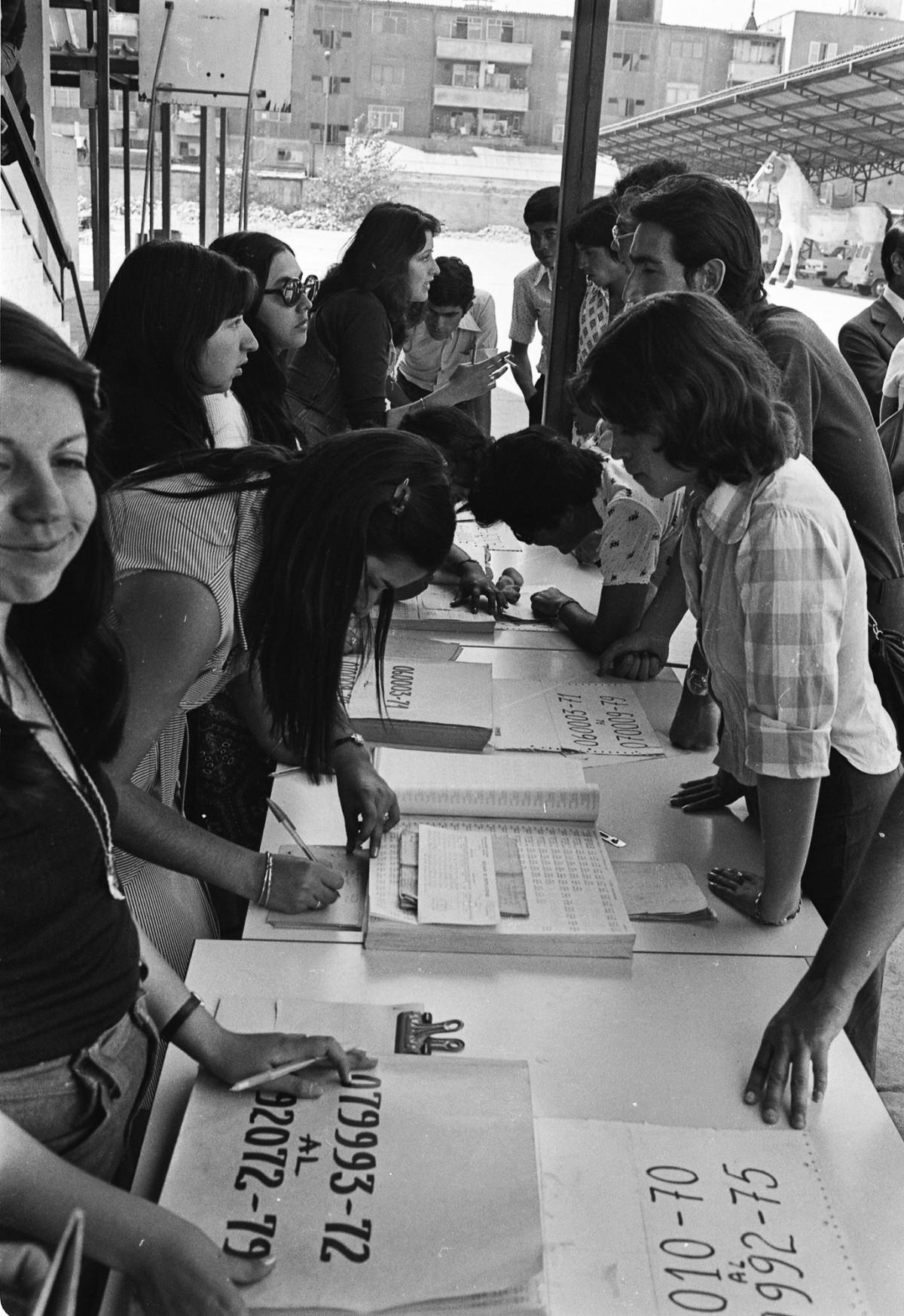 Esta imagen es resguardada por el Archivo Patrimonial de la Universidad de Santiago de Chile. Cualquier consulta acerca de las condiciones de uso y de propiedad, comunicarse a archivopatrimonial@usach.cl10:00