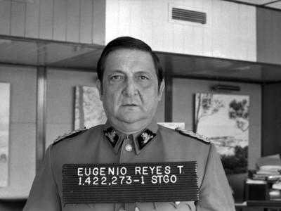 Foto carnet del Rector delegado Eugenio Reyes Tastets. Fecha estimada 1978.